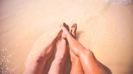 sea-beach-vacation-couple-large